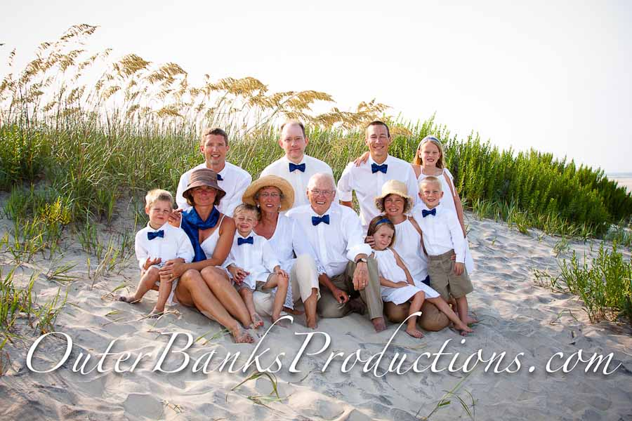 Outer banks family beach portraits what to wear outer for Family winter vacation ideas