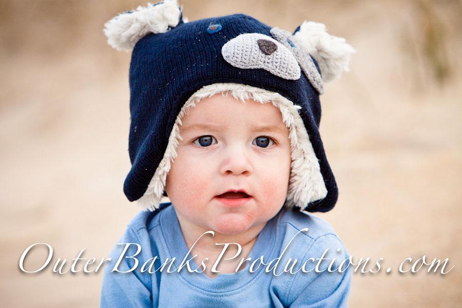 Child portrait with hat.